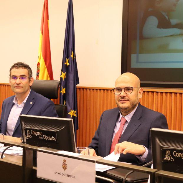 De izda. a dcha., el psicólogo Manuel Armayones y el pte. de Cocemfe, Anxo Queiruga.