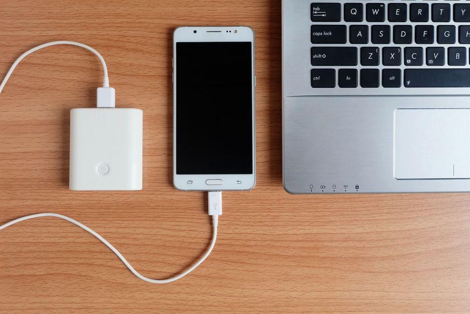 ¿Tienes problemas con tu Smartphone? ¿Sabes cómo optimizar la batería de tu móvil? (big stock )