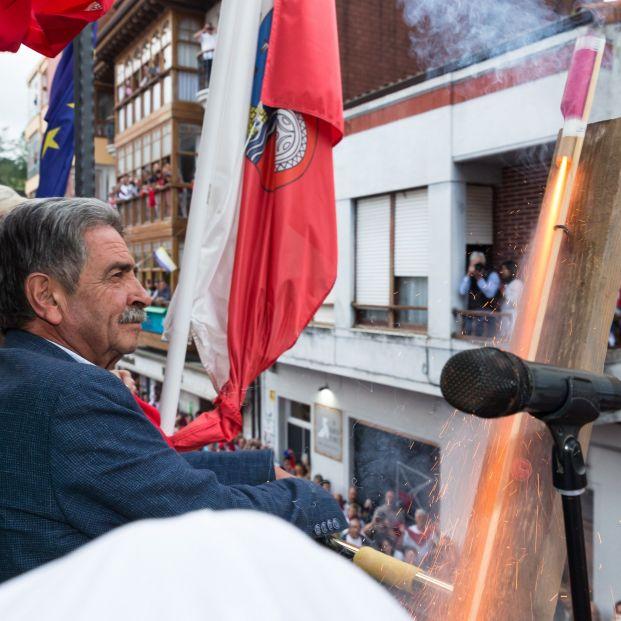 EuropaPress 2356778 El presidente de Cantabria Miguel Ángel Revilla asiste al chupinazo de las Fiestas de la Virgen Niña de Ampuero