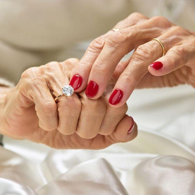 Sanidad quiere limitar solo a los profesionales el uso de los esmaltes de uñas permanentes