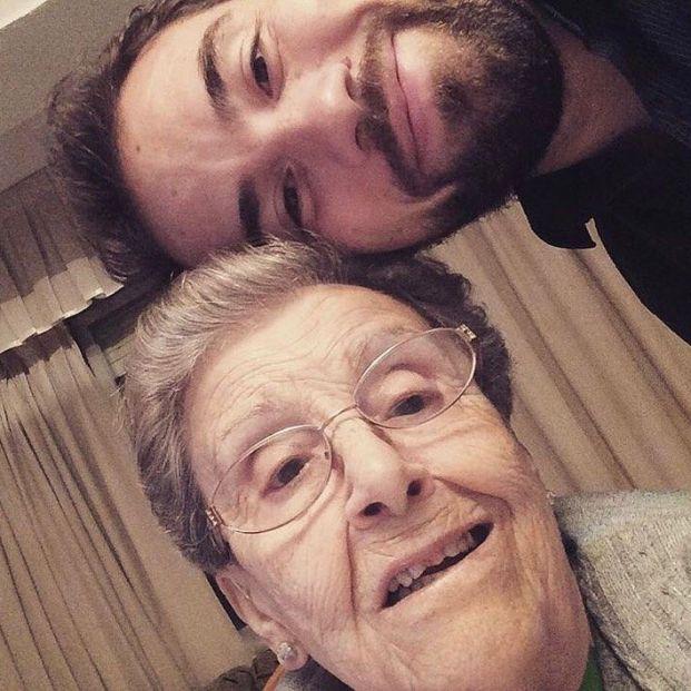 Diego Fernández y su abuela