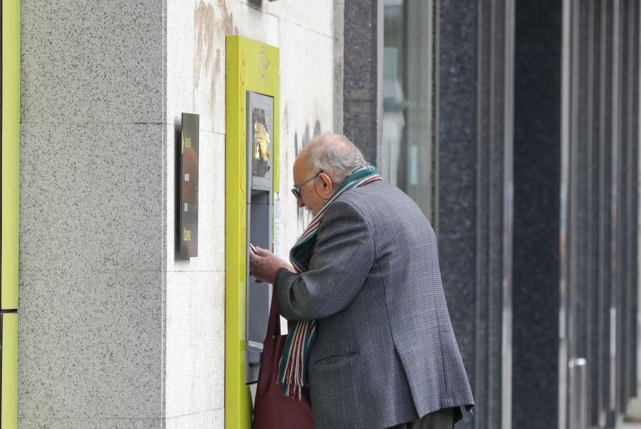 Pago de las pensiones en diciembre de 2020: ¿Cuál es la fecha de cobro en cada banco? (Foto: Europa Press)