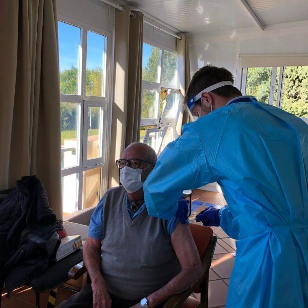 EuropaPress 3495216 antonio arcos primero recibir vacuna contra covid provincia