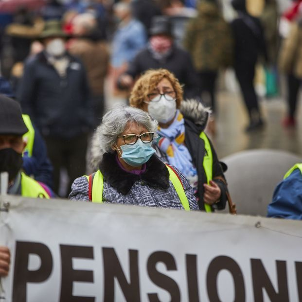 europapress 3487313 varios pensionistas sujetan pancarta manifestacion convocada movimiento 1 621x621