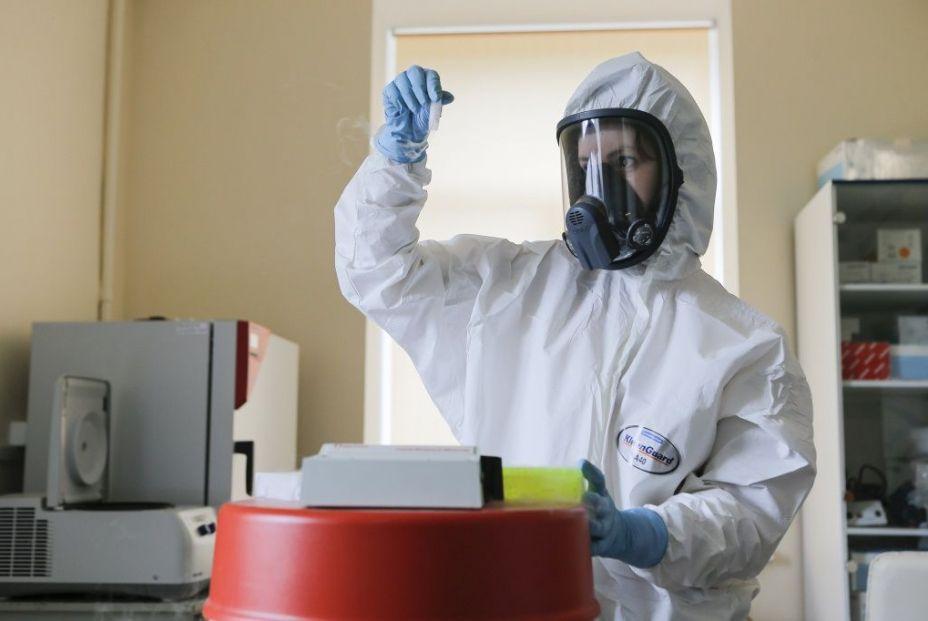 EuropaPress 3320999 investigadora trabajando laboratorio vacuna rusa contra coronavirus sputnik