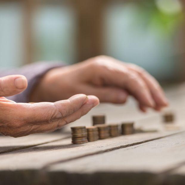 Reforma de las pensiones: más gasto, trucos contables y un cheque con efecto psicológico