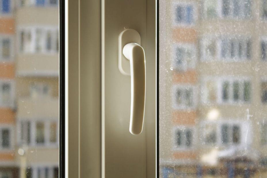 ¿Cómo puedo aislar completamente mis ventanas del frío?