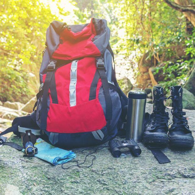 Material para iniciarse en el senderismo (bigstock)