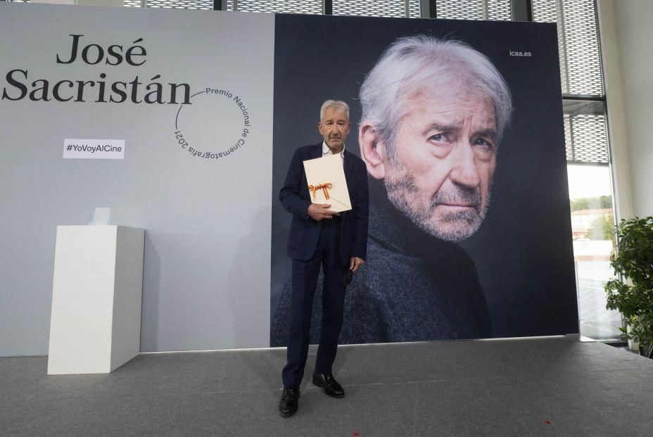 EuropaPress 3948426 actor jose sacristan posa premio nacional cinematografia 2021 centro
